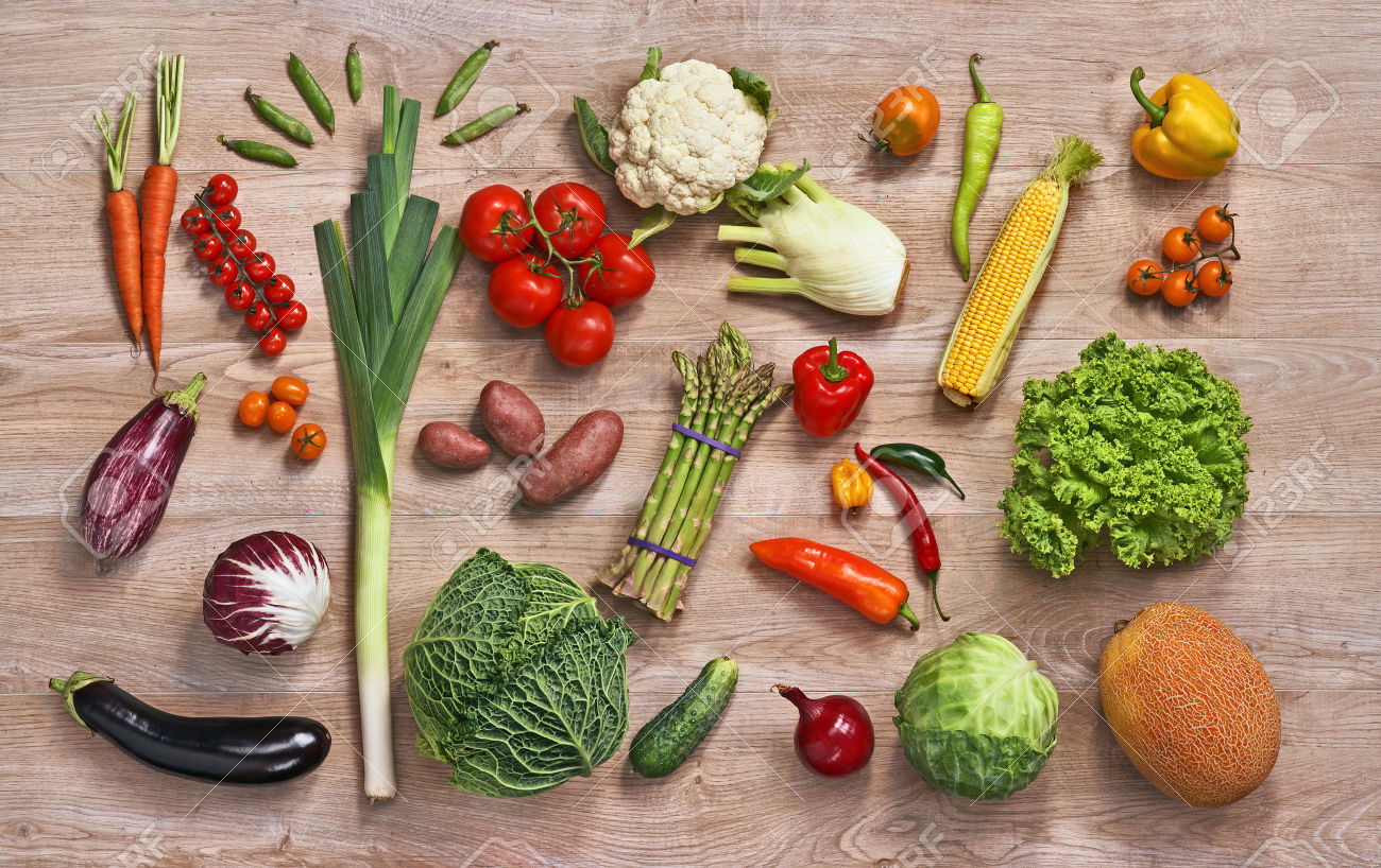 https://www.permisdeparinte.ro/wp-content/uploads/2015/11/30548440-Healthy-food-background-studio-photography-of-different-fruits-and-vegetables-on-wooden-table-Stock-Photo.jpg